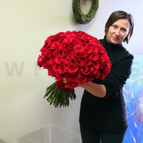 W Flowers product: 100 Roses