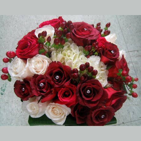 Flower Delivery Ottawa on Bridal Bouquet In Red And White   W Flowers Ottawa