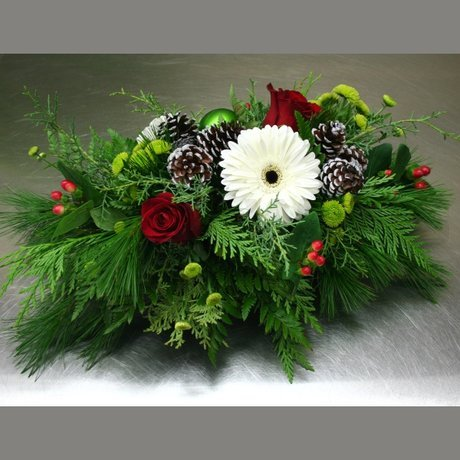 W Flowers product: Centerpiece with Pine Cones