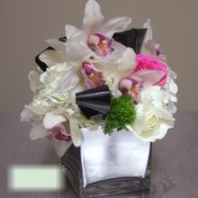 W Flowers product category: Centerpiece with White Hydrangea and Cymbidium Orchid