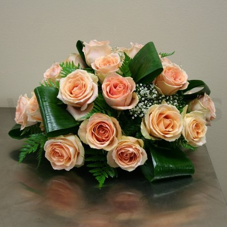 W Flowers product: Centrepiece with peach roses