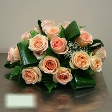 W Flowers product category: Centrepiece with peach roses