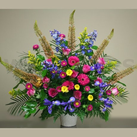 W Flowers product: Classic Multicolored Arrangement