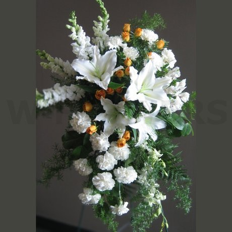 W Flowers product: Classic White Standing Spray