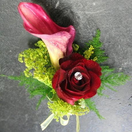 W Flowers product: Corsage with calla