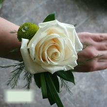 W Flowers product category: Corsage with Ivory Rose and Lime Green Mum