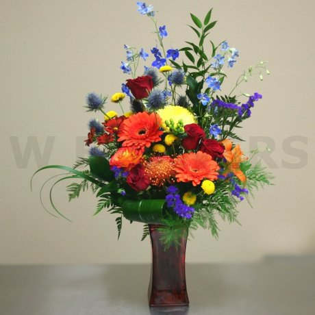 W Flowers product: Deluxe Arrangement