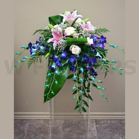 W Flowers product: Flowers for pedestal at wedding