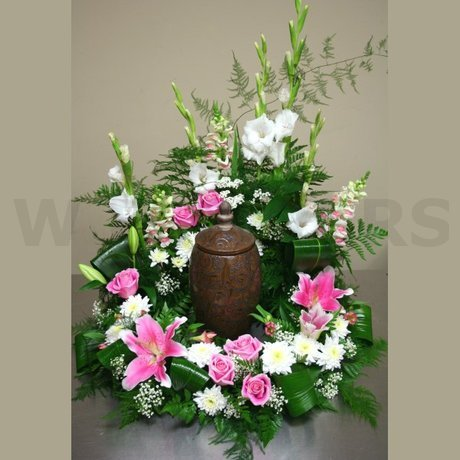 W Flowers product: Flowers for urn at memorial service
