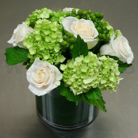 W Flowers product: Modern Centerpiece with Roses and Hydrangea