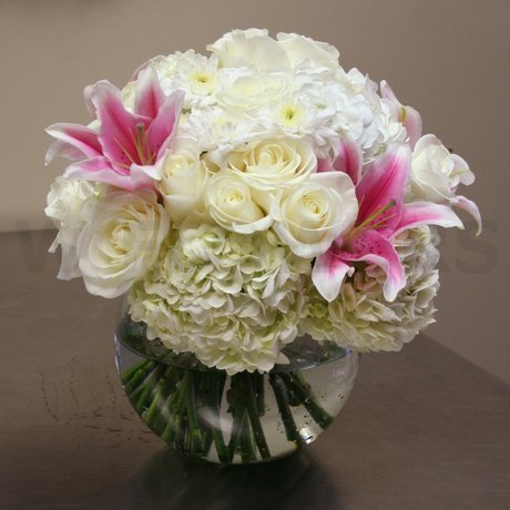 W Flowers product: Modern Clear Vase Arrangement