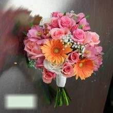 W Flowers product category: Peach Gerbera and Roses Bouquet