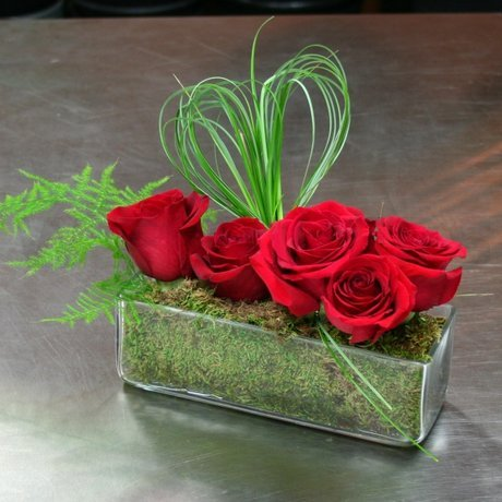 W Flowers product: Red Roses in Rectangular Vase
