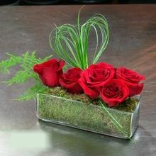 W Flowers product category: Red Roses in Rectangular Vase