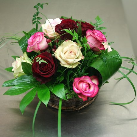 W Flowers product: Roses in a Basket