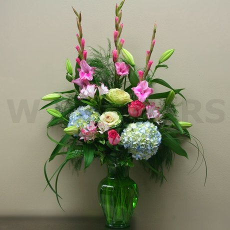 W Flowers product: Vase Arrangement
