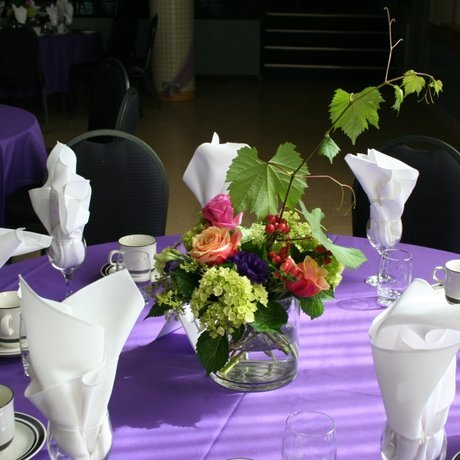 W Flowers product: Wedding Centerpiece with Grapevine