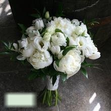 W Flowers product category: White bridal bouquet