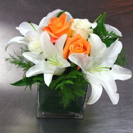 W Flowers product: White Centerpiece in a Cube