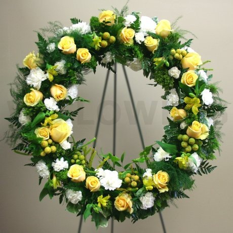 W Flowers product: Wreath in Yellow and White
